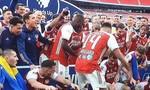 Khoảng khắc Arsenal nâng Cup FA