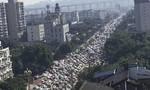 Hàng ngàn người dân Trung Quốc hoảng loạn rời thành phố vì hóa chất rò rỉ