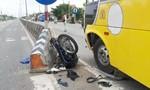 Xe khách tông xe máy nát bét, người đàn ông bị thương nặng