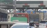 Cảnh ùn tắc, hỗn loạn trước trạm thu phí cầu Đồng Nai