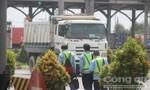 Người dân vui mừng khi dừng thu phí tại trạm cầu Đồng Nai