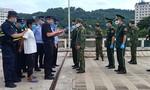Bắt đối tượng người Trung Quốc bơi qua sông Hồng sang Việt Nam trốn truy nã