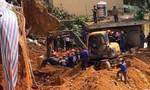 Dùng máy múc đào bới tìm 4 người tử vong do tai nạn tại công trình xây dựng
