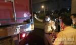 Xe container chạy trong làn xe máy ở Sài Gòn, một người tông vào đuôi chết tại chỗ