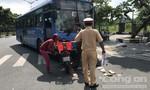 TPHCM: Xe buýt liều lĩnh chạy ngược chiều, tông 1 thanh niên trọng thương