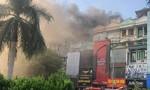 Cháy lớn ở quán karaoke XO, khói mù mịt gây tắc đường giờ cao điểm