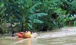 Clip Công an cứu 6 người dân mắc kẹt giữa dòng nước lũ
