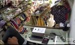 TPHCM: Nữ nhân viên shop quần áo bị đâm, cướp tài sản