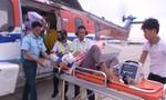 Trực thăng đưa ngư dân bệnh nặng từ Trường Sa về đất liền điều trị