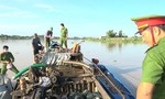 Liên tiếp bắt cát tặc trên sông Hậu