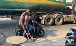 Bắt nhanh nhóm côn đồ truy sát 2 người trong quán trà sữa ở Sài Gòn