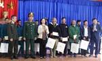 Trưởng ban Dân vận Trung ương thăm hỏi và tặng quà bà con xã Trà Leng