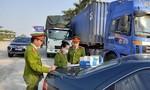 Chặn bắt đoàn xe container và xe tải chở hơn 300 tấn hàng lậu