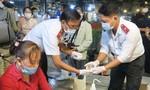 Kiểm tra an toàn thực phẩm trong đêm tại chợ đầu mối lớn nhất TPHCM