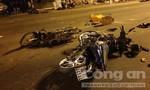"""Hai thanh niên vượt đèn đỏ tông xe máy """"kẹp 3"""" làm 2 người chết"""