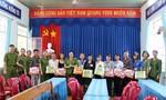 Trường Cao đẳng CSND II tặng học bổng, quà cho học sinh nghèo