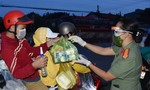 Trao gần 7.000 phần quà cho người dân từ TPHCM trở về quê