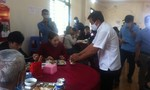 Ông Đoàn Ngọc Hải phục vụ quán cơm, nhận tiền xây nhà cho người nghèo