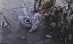 Clip cận cảnh lốp ôtô phát nổ khiến 1 người tử vong