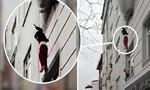 Clip thót tim cảnh người mẹ thả 4 đứa con từ tòa nhà đang cháy