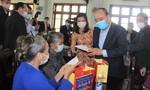 Thủ tướng tặng quà Tết cho gia đình chính sách, đồng bào khó khăn