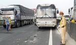 """Hai xe khách và 1 xe tải """"dính chùm"""" trên cao tốc TPHCM - Trung Lương"""
