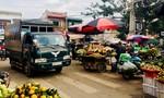 Cần sớm dẹp bỏ nạn họp chợ giữa đường, mất an toàn giao thông
