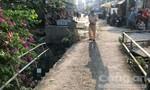 Người đàn ông tử vong cạnh xe đạp dưới dòng kênh đen ở Sài Gòn