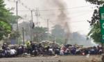 """Dân Myanmar """"đình công bằng rác"""" phản đối đảo chính"""
