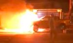 Clip xe bán tải bốc cháy sau tai nạn, 2 người thương vong