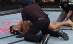 Clip cựu vô địch UFC gãy chân khi đá trụ đối phương
