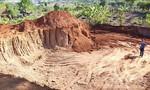 """Khai thác """"trộm"""" hơn 1.100m3 đất làm đường, bị phạt 146 triệu đồng"""