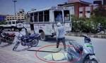 Clip thi thể bệnh nhân Covid-19 ở Ấn Độ văng khỏi xe cấp cứu