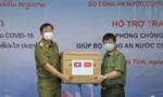 Trao tặng trang thiết bị y tế phòng chống dịch hỗ trợ Bộ Công an Lào