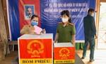Lực lượng Công an tích cực đảm bảo ANTT, hướng dẫn cho người dân bầu cử