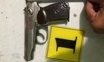 Cảnh sát ở TPHCM vây bắt kẻ cầm súng K59 đi tìm đối thủ giải quyết mâu thuẫn