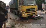 Đồng Nai: Xe đầu kéo tông xe máy băng qua đường, 2 người thương vong