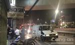 Người đàn ông treo cổ chết trên cầu bộ hành trước bến xe ở Sài Gòn