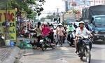 TPHCM: Tiềm ẩn nguy cơ TNGT trên đường Phạm Hùng