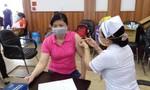 TPHCM: Tiêm vắc xin cho 2.000 công nhân Công ty may Nhà Bè