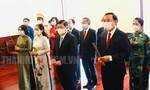 Dâng hoa, dâng hương tưởng niệm Chủ tịch Hồ Chí Minh và Chủ tịch Tôn Đức Thắng