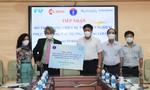 Bệnh viện FV tặng trang thiết bị trị giá 1 tỷ đồng cho công tác phòng chống dịch