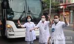 """90 y bác sĩ Bệnh viện Thống Nhất """"chia lửa"""" cho BV dã chiến ở TPHCM"""