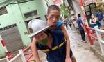 Cảnh sát khoan tường giữa 2 nhà cứu bé trai bị kẹt gần 30 tiếng đồng hồ