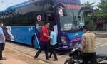 """Xe khách chở khoảng 15 người từ TPHCM về Quảng Trị """"trốn"""" khai báo"""