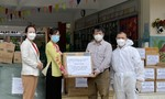 Hội Nhà báo TPHCM tặng quà Khu theo dõi, chăm sóc và điều trị F0 huyện Bình Chánh
