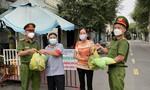 Công an P.Tam Bình, TP.Thủ Đức chia sẻ khó khăn với người nghèo trong mùa dịch