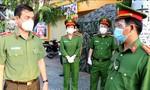 Thiếu tướng Lê Hồng Nam thăm, động viên CBCS trực chốt kiểm soát chống dịch