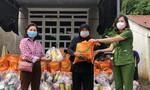 Công an tỉnh Bình Phước tặng quà cho bà con khó khăn do dịch bệnh