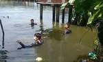 Cảnh sát dầm mình dưới nước mò tìm, mới biết 2 người tự tử đã bơi vào bờ